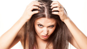 Жирные волосы у девушки