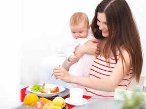 Грудничка обсыпало: что делать кормящей маме при аллергии у ребенка